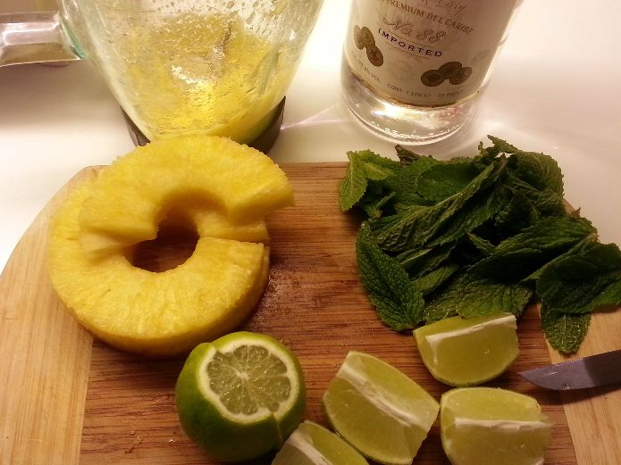 Pineapple Mojito preparation 1