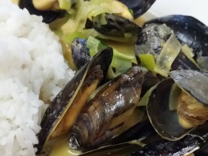 Thai red curry mussels, stir-fried & steamed in a velvety sauce
